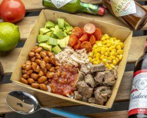 ライスBOX Rice Box ライスと相性抜群の具材を盛り込んだライスBOX。更にメインには、グリルチキン、スパイシーグリルチキン、タコミート、グリルドビーフ(+1000)から選んでいただけます。 This delicious box comes with a variety of food that all go very well with rice. For the main dish, you can choose between grilled chicken, spicy grilled chicken, taco meat, or grilled beef